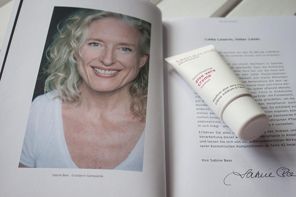 Sabine Beer gründete Santaverde 1986, nachdem ihr ein Aloe Vera Blatt die ersehnte Hilfe gegen ihre Hautprobleme schenkte.