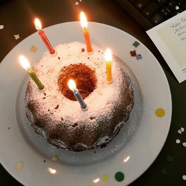 Die Abwesenheit des Geburtstagskollegen hält uns jedenfalls nicht davon ab trotzdem zu feiern