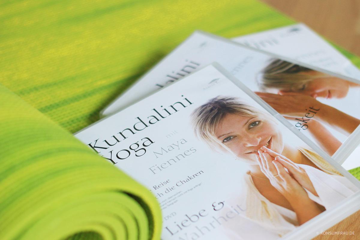 MayaFiennes_Kundalini_Yoga_02