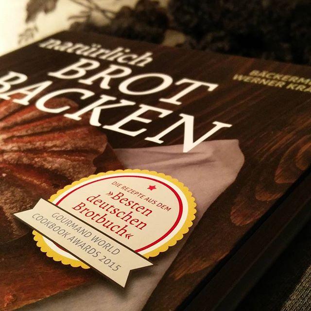 Mal ein Backbuch #vorablesen  Eine Prise Professionalität in meiner Pi-mal-Daumen-Küche kann bestimmt nicht schaden.