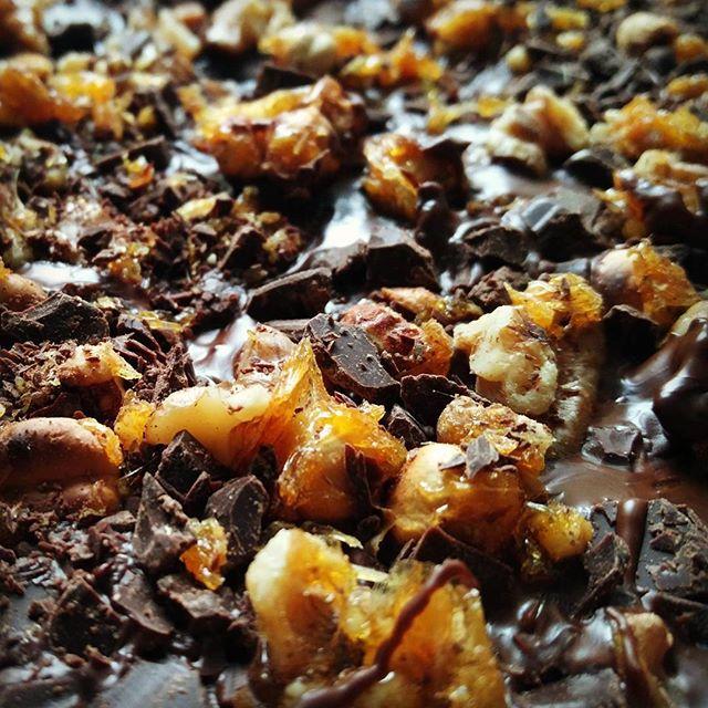 Weihnachtsschokolade in the making. #diy #geschenke sind die besten!