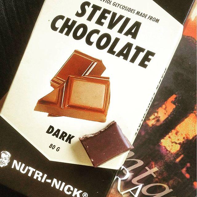 Konnte nicht lang widerstehen. Schmeckt ... gesund. Keine Suchtgefahr! Anyway, Danke @nu3insiderclub #nu3insiderclub #steviachocolate #nutrinick