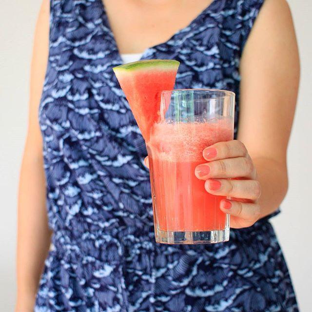 Watermelon Aloe Cooler Instazept: 300 g Wassermelone, 50 ml Aloe Vera Saft, 100 ml Kokoswasser, Limettensaft // mixen // mit Eiswürfeln aufgießen. Minze würde noch gut dazu passen. #nu3insiderclub #nu3 #watermelon #kurebazaar #gypsy #braintreeclothing #thoughtfulclothing  #fairfashion
