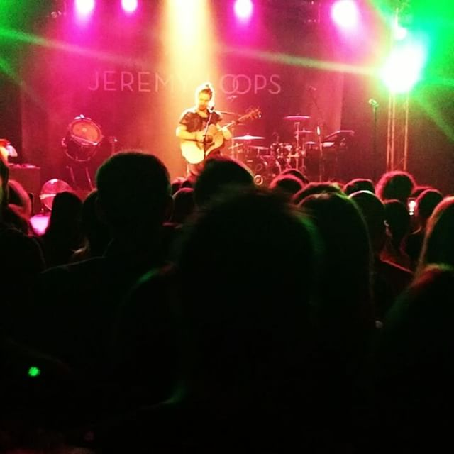 #jeremyloops #dancingcrowd