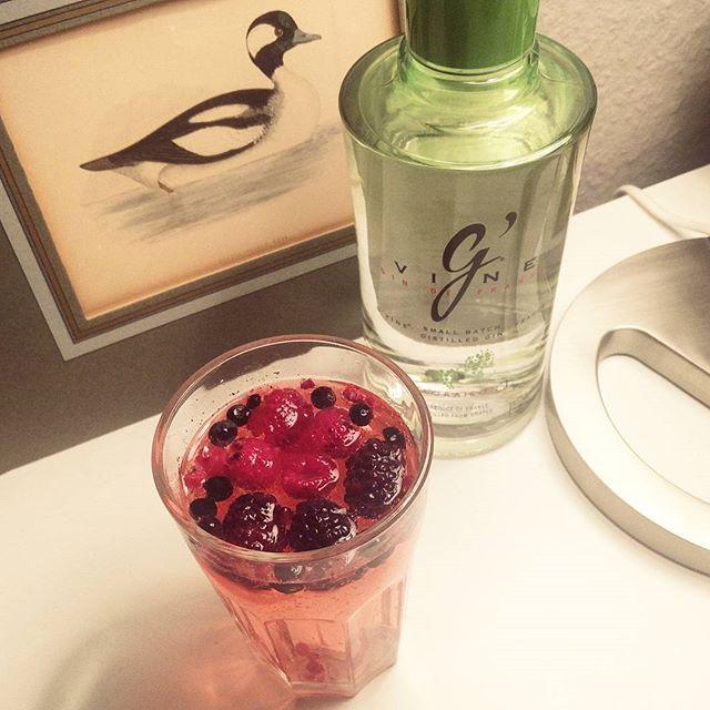Wenn das Tiefkühlfach kein Eis hergibt, nimm Beeren... #cheers