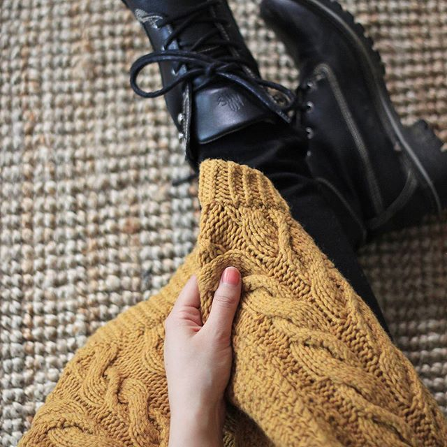 It's #fashionrevolutionweek and todays question #whomademyclothes can easily be answered with #imademyclothes. I knitted this sweater in 2011 and am still in love with it  As you can guess I'm not vegan, but I appreciate the values behind my @willsveganshoes dock boots, because they are ethically made. #fashionrevolution #fairfashion #willsveganshoes #haulternative #slowfashion
