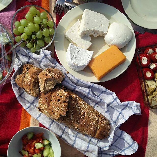 So ein Käse! Ich hab Hunger und nix vernünftiges da. Poste ich halt ein foodpic vom letzten Pickenicke  #zwiebelbrot #manwardaslecker